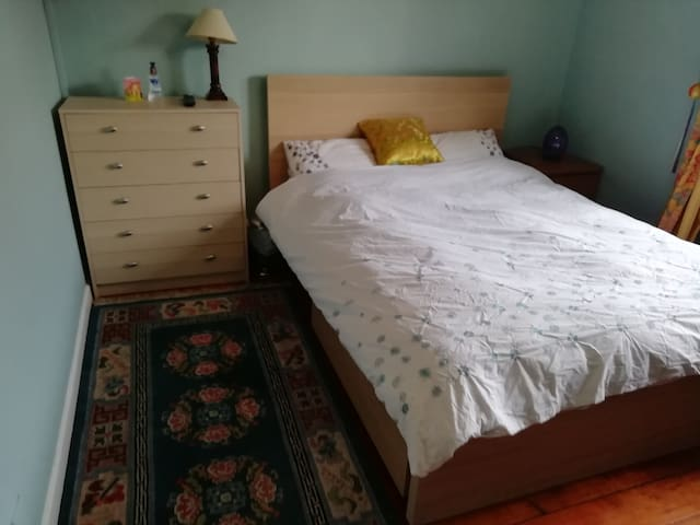 Clean and bright room in comfortable family home