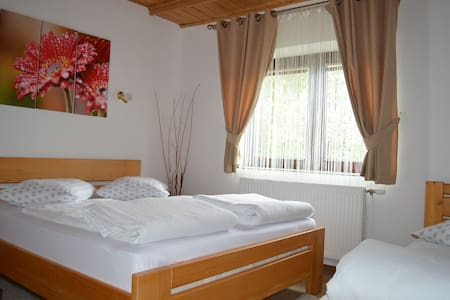 Triple room near Plitvice Lakes - Jezerce - Aamiaismajoitus