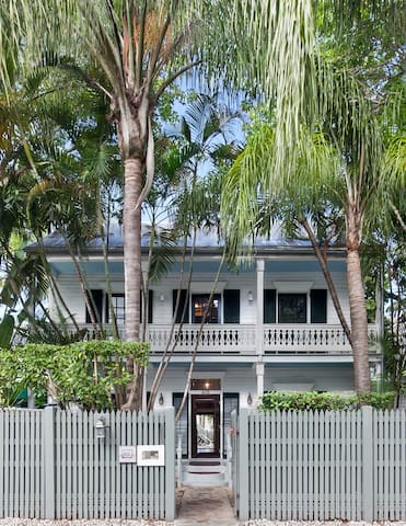 Private Loft in Old Town Key West - Key West - Bed & Breakfast