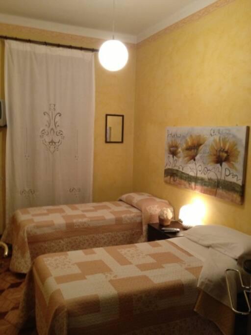 camera da letto app giallo