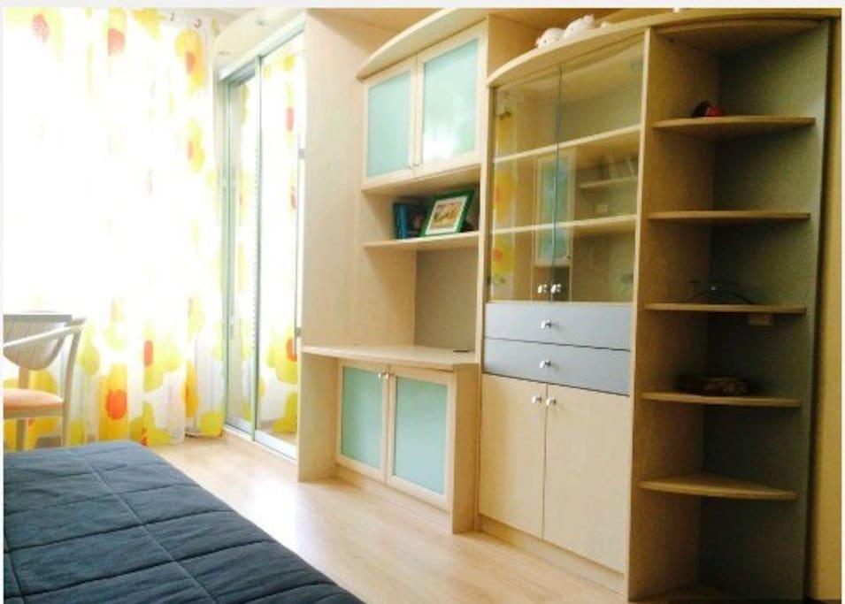 Большой шкаф, в который влазит много вещей ;)