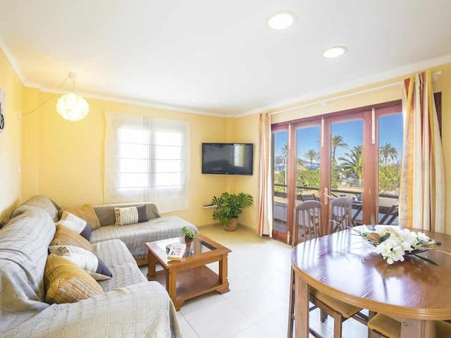 Nice renovated apartment 100 meters from the beach with Air Conditioning