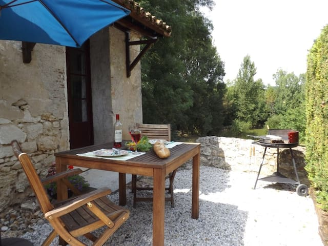 Small, romantic holiday cottage - Loubès-Bernac - House