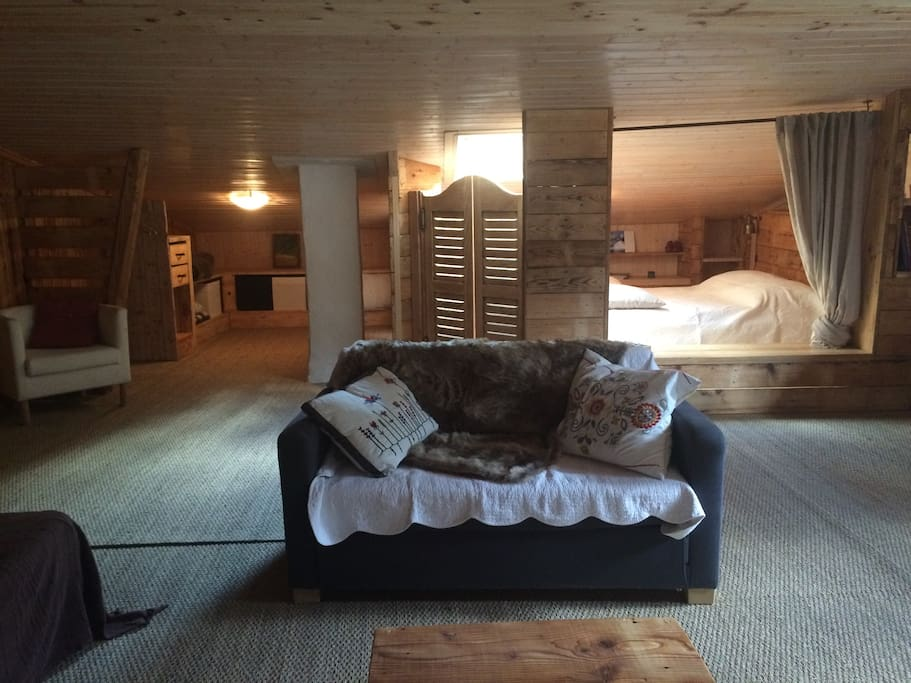Chambre spacieuse et agr able chalets for rent in aime for Chambre a part couple