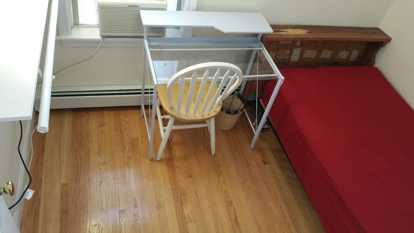 Easy to downtown/Longwood Free Parking Clean House - Boston - Apartment