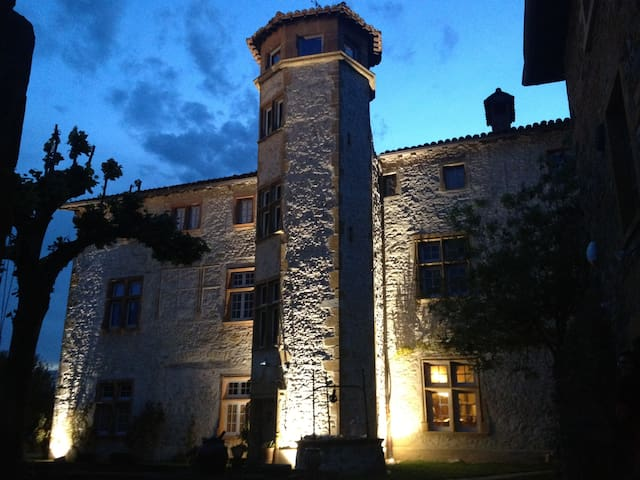 Dépendances du Château de Belmont - Belmont-d'Azergues - Ház