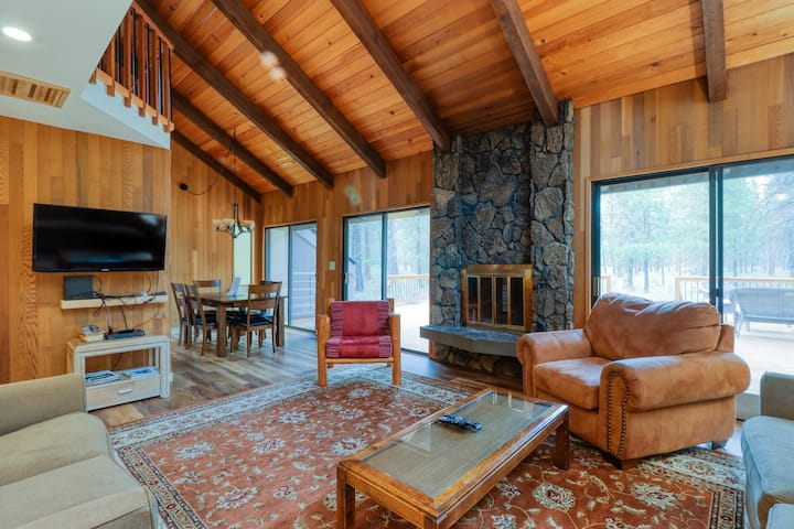 Two secluded homes w/ large deck & shared pools/hot tubs/tennis!