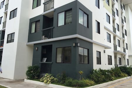 Condo Besides Enchanted Kingdom - Santa Rosa City - Osakehuoneisto