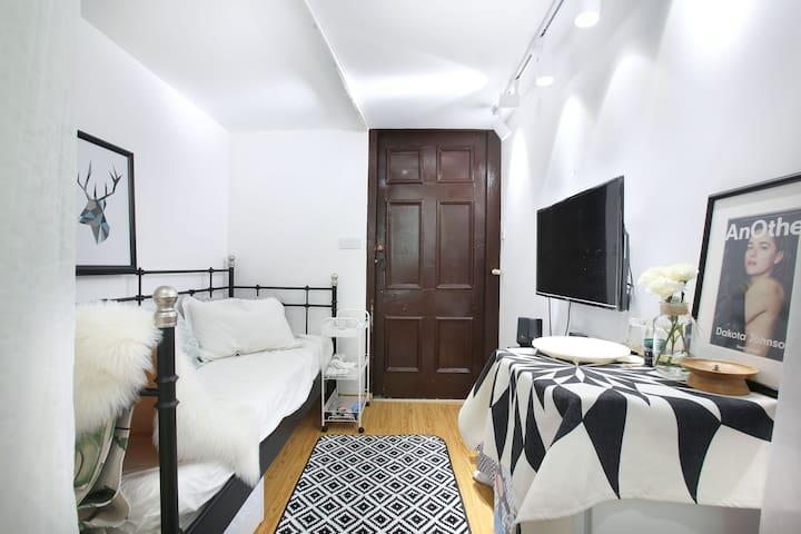 超级特价-北欧大窗Loft复式/ 淮海中路/南京西路洋房公寓 新天地 k11 田子坊central