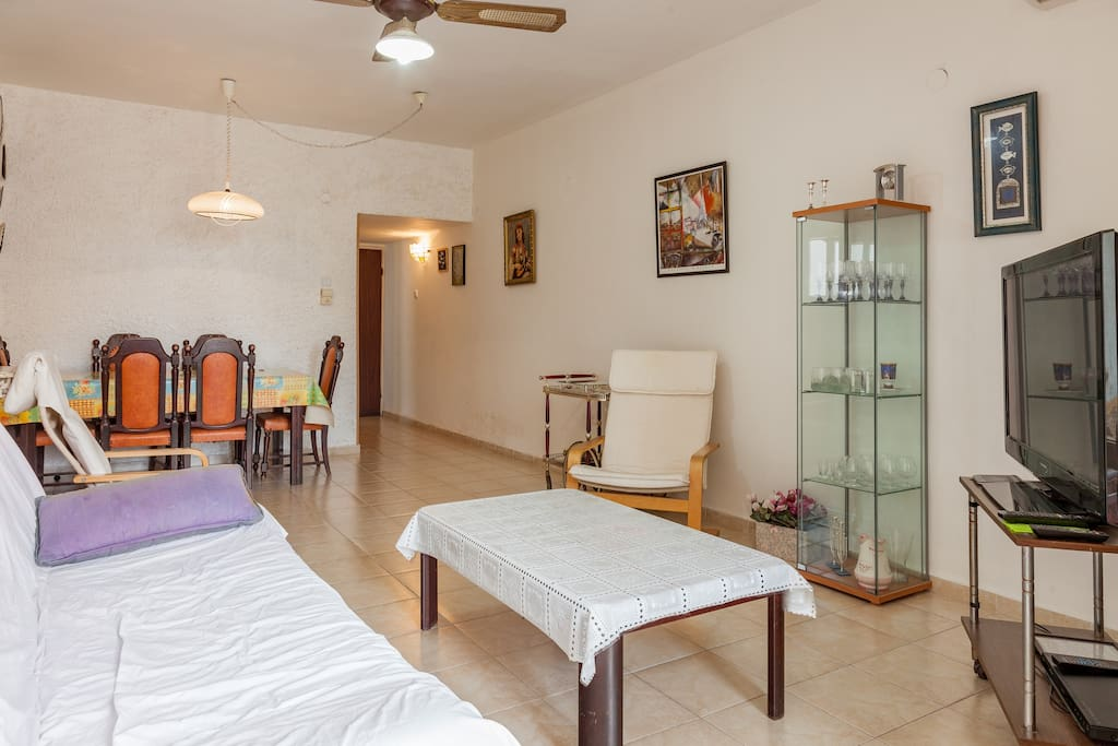 Bel appartement propre au centre appartements louer for Appartement israel netanya