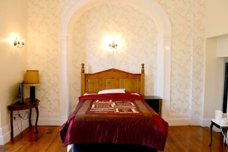 Room 14 Country style, Belmont Hall - Bed & Breakfast