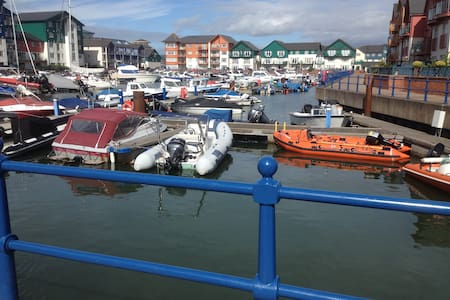 Friendly and relaxing accommodation - Exmouth - Banglo