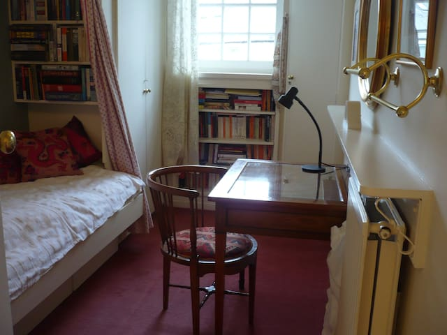 Wee room in quaint West End mews - Edimburgo - Casa