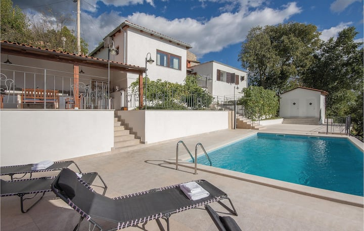 Beautiful home in Buzet with Sauna, WiFi and 3 Bedrooms