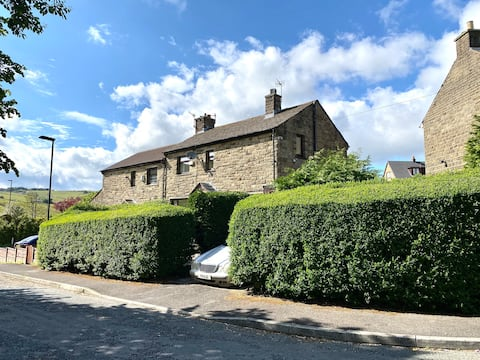 Holiday Cottage in Saddleworth Countryside