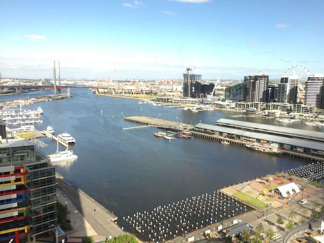 Stunning Harbour View Studio - Docklands