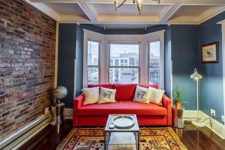 Vintage Top Floor Apartment