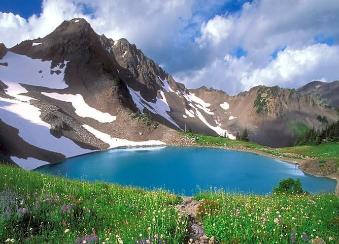 Must Do: Hike to Seven Lakes Basin (summer and early fall only).