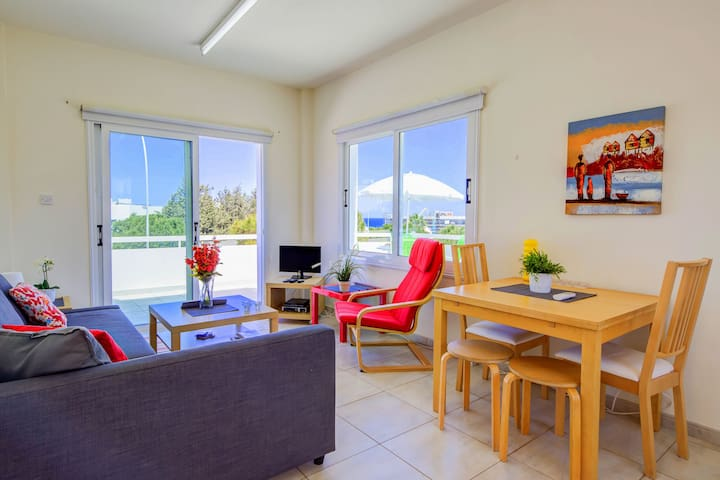 Modern 1 Bedroom Apt close to Fig Tree Beach - FTB