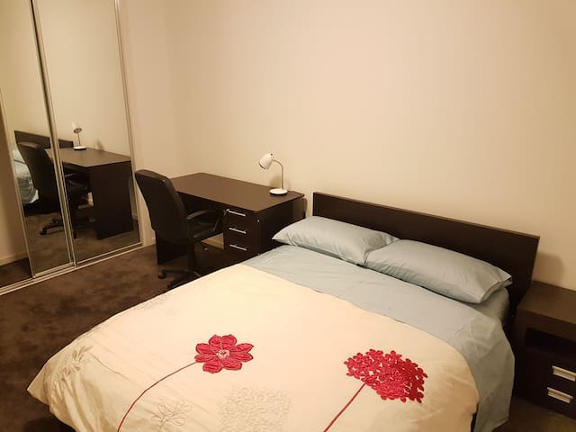 Brand new private room very clean - Ascot Vale - Casa