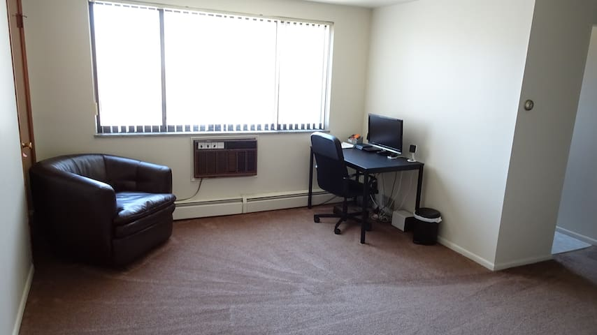 ENTIRE APT - 10MIN FROM ARPT -FREE SHUTTLE/RENTAL - Cleveland - Apartment