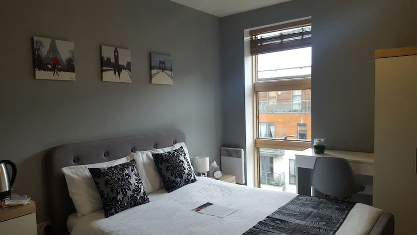 Modern Room in City Centre with Private Bathroom - Manchester - Lägenhet