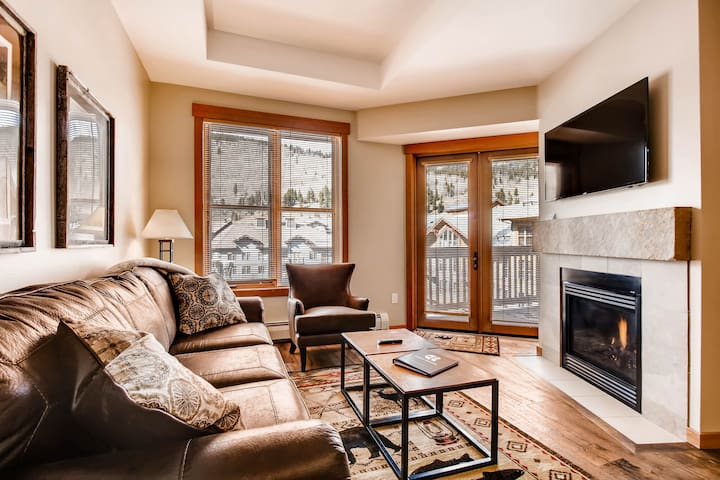 Ski-in/out, Center Village, Sleeps 10, Penthouse