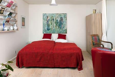 Wonderful apartment with garden - Rønde - Appartement