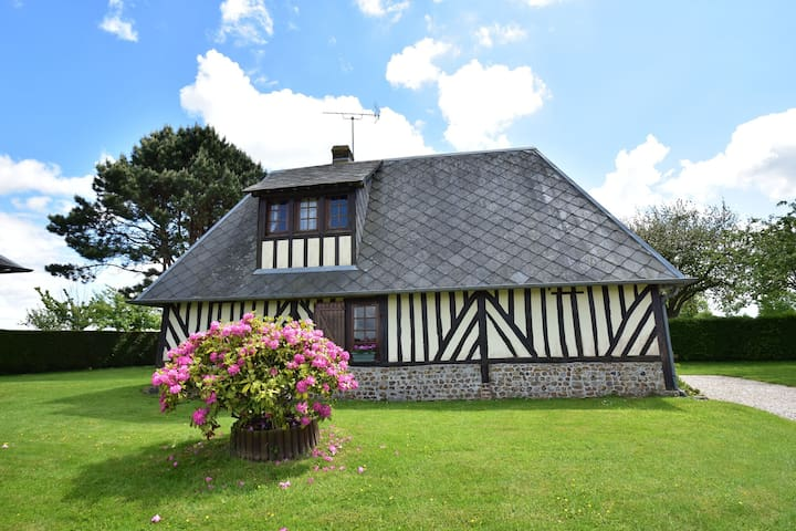 Rural, detached holiday home with pleasant garden near the French west coast