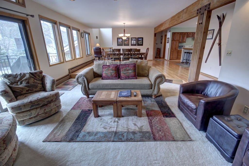 4 bedroom condo with an open layout and great views of Keystone.