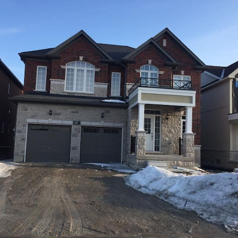 Newly Built 4 bedroom 3 story home - Millbrook, On