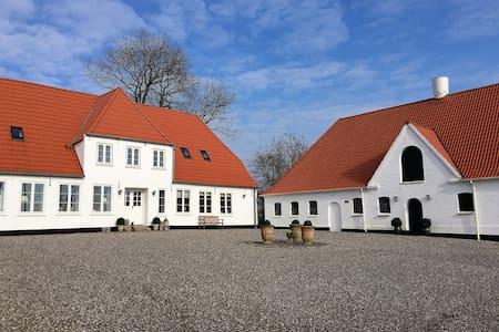 Landlig idyl på den gamle præstegård - Gråsten - Apartment
