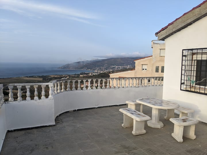 Appart en terrasse avec beau panorama sur mer