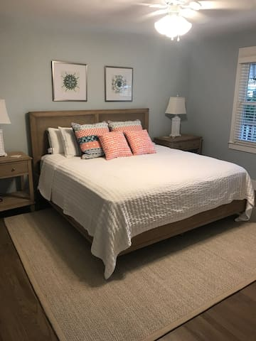 BR#1 - Newly renovated Master Bedroom on the main/ground floor!