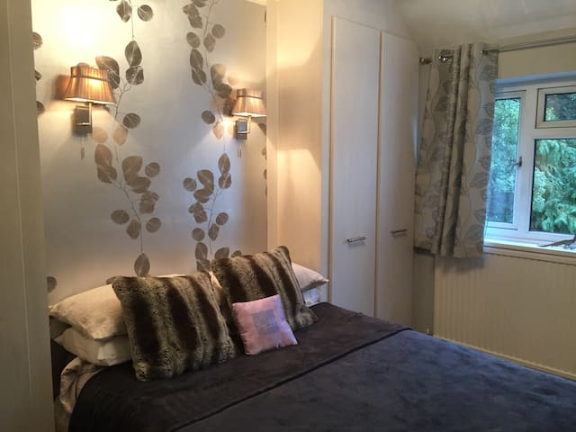 Charming cosy 4 bedroom cottage . - Stanmore