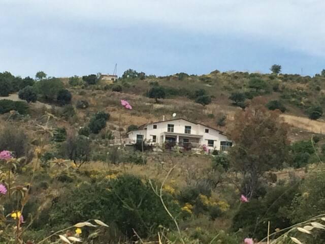 """Casa unifamiliare """"vista mozzafiato """"fra mare e monti"""