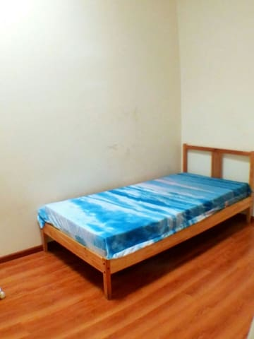 Sunlight single bedroom, 3 min walk to station - Narwee - House