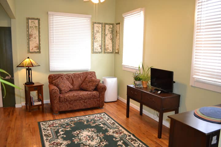 Beautiful Two Bedroom Home in Downtown Roswell