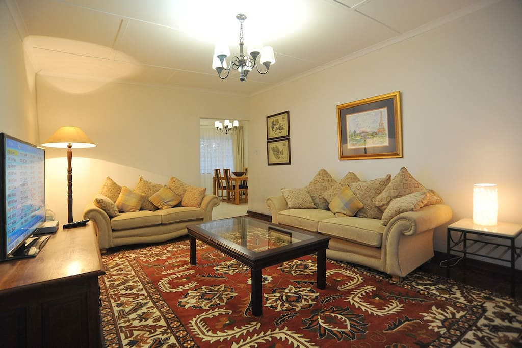 Spacious & very comfy lounge, pay as you go DSTV (Cable)