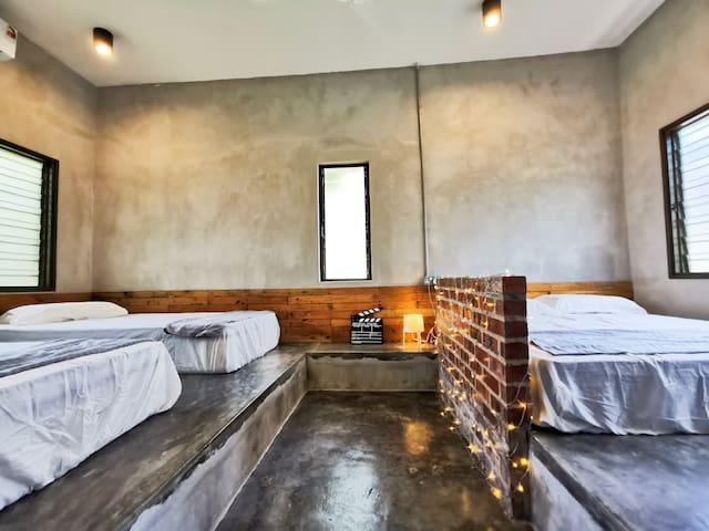 Master Bedroom: 1 Queen Bed & 1 Single Bed