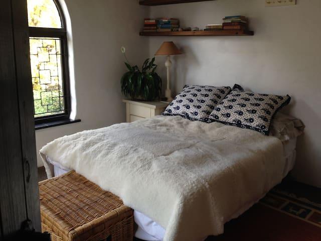 Cozy room in leafy Constantia - Ciudad del Cabo - Cabaña