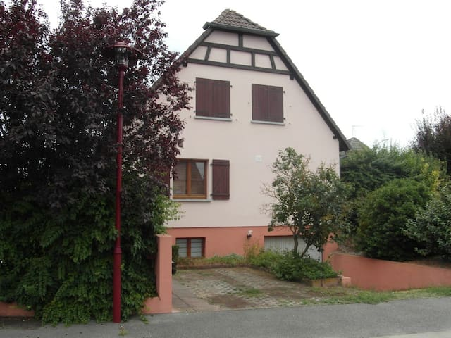 Haus mit Terrasse und Garten - Algolsheim
