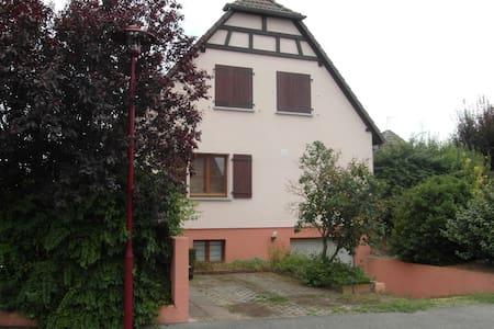 Haus mit Terrasse und Garten - Algolsheim - House