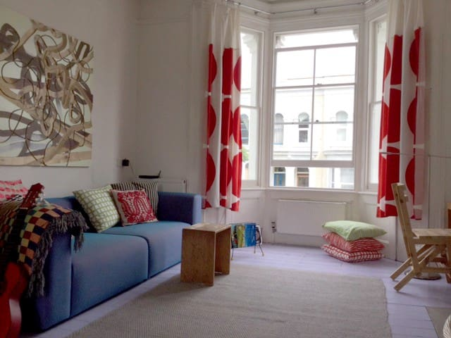 Bright family home sleeps six - Londen - Huis
