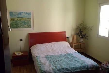 Quiet sunny room in delightful flat - Apartment