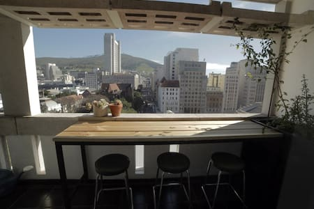 Central Inner City Apartment With Fantastic Views - Kaapstad - Appartement