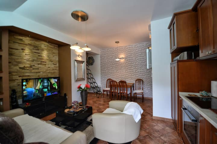 BMB Apartment | 10m to Beach | 100m to Old Town