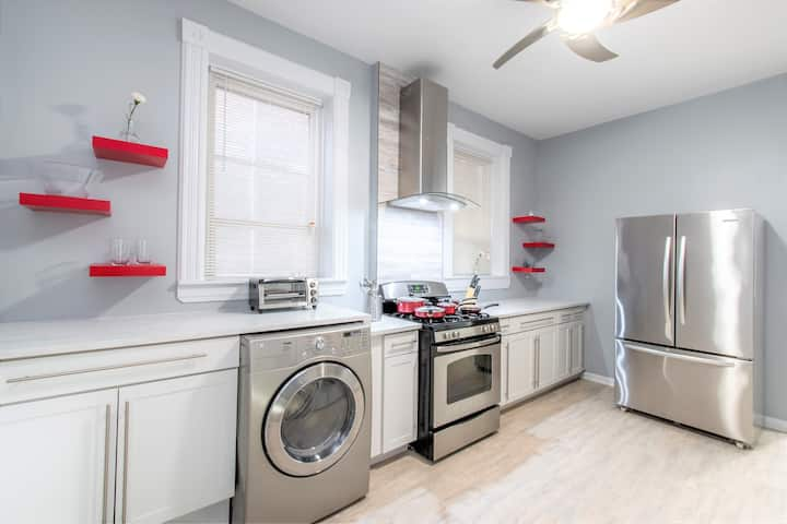 Pilsen Functional Renovated 3bed/1bath Apt MONTHLY