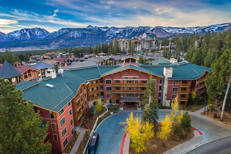 New listing! - Top floor 2BR unit in the Village - Mammoth Lakes