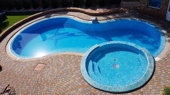 5brm LUX House with Pool, Sauna, Billiards & BBQ